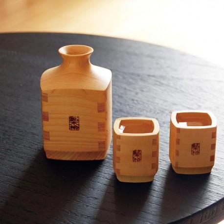 Ensemble à saké en cyprès