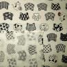 Carré de tissu 52 x 52 ivoire - Motifs Neko-mon. Emballage cadeaux réutilisable en tissu.